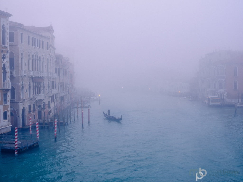 Mark Bauer Photography | Gondolier in fog, Grand Canal, Venice
