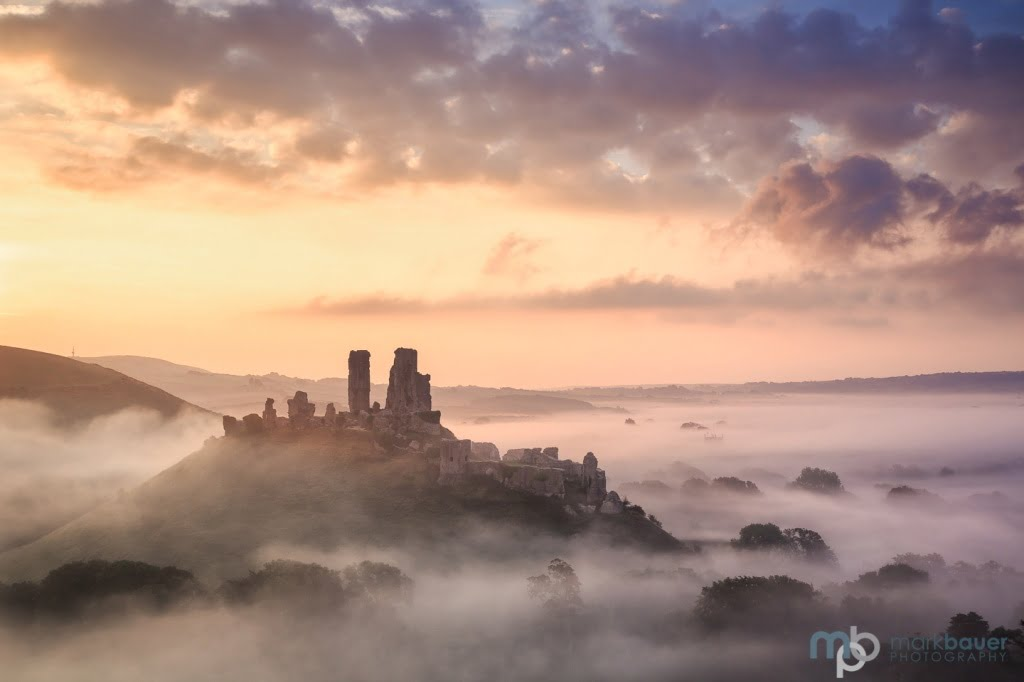 Mark Bauer Photography | Early autumn sunrise, Corfe Castle